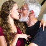 Дед со студенткой – порно-рассказ
